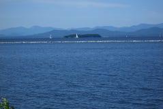 蓝色champlain湖佛蒙特水 库存照片