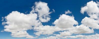 蓝色cloudscape全景天空xxxl 免版税库存照片