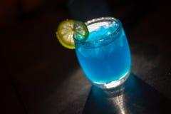 蓝色cooktail 库存照片