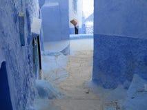 蓝色coridor在Chaouen 免版税图库摄影