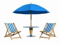 蓝色deckchair遮阳伞 免版税图库摄影
