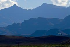 蓝色drakensberg山 免版税库存图片