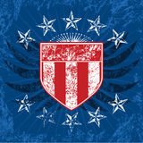 蓝色grunge红色盾白色 免版税库存照片