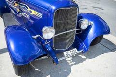 蓝色hotrod 免版税图库摄影