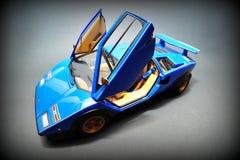 蓝色Lamborghini Countach -开门 图库摄影