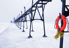 蓝色lifebuoy冬天 免版税库存图片