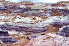 蓝色Mesa荒地的镶边紫色砂岩形成在化石森林国家公园 库存照片