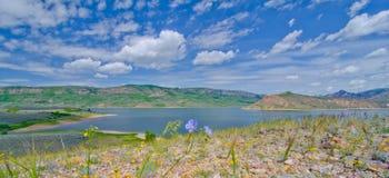 蓝色Mesa水库在Curecanti全国度假区在南科罗拉多 图库摄影