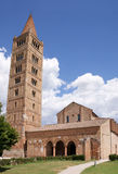 蓝色pomposa天空的修道院 库存图片