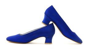 蓝色s穿上鞋子妇女 库存照片