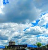 蓝色skys 库存照片
