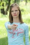 蓝色T恤杉的女孩要求是您? 图库摄影
