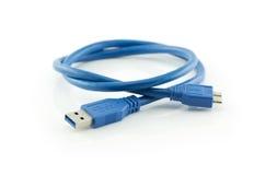 蓝色usb 3 与在白色隔绝的微B连接器的0缆绳 免版税图库摄影