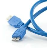 蓝色usb 3 与在白色隔绝的微B连接器的0缆绳 免版税库存图片