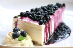 蓝莓乳酪蛋糕片式 图库摄影