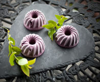 蓝莓冰淇凌蛋糕 库存图片