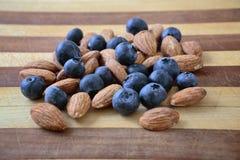 蓝莓和杏仁 库存图片