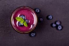 蓝莓圆滑的人 免版税图库摄影