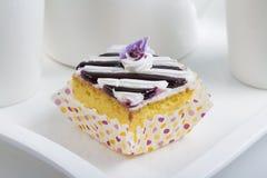 蓝莓奶油蛋糕 免版税图库摄影