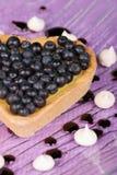 蓝莓心形的馅饼 免版税库存照片