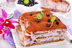 蓝莓提拉米苏蛋糕 免版税库存图片