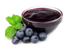 蓝莓果酱瓶子薄菏 免版税库存照片