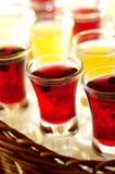 蓝莓白兰地酒详细资料蜂蜜酒 免版税库存照片