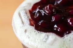 蓝莓茶牛奶 库存照片