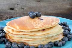 蓝莓薄煎饼 免版税图库摄影