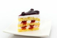 蓝莓蛋糕切片 免版税图库摄影