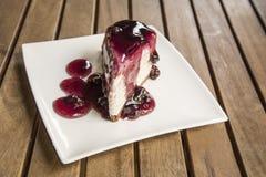 蓝莓蛋糕切片 库存图片