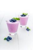 蓝莓酸奶用薄菏 图库摄影