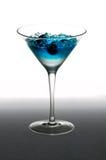 蓝莓鸡尾酒杯马蒂尼鸡尾酒 库存图片