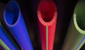 蓝绿色和红色塑料管道管 库存照片