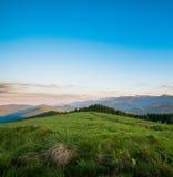 蓝绿色小山天空 免版税图库摄影