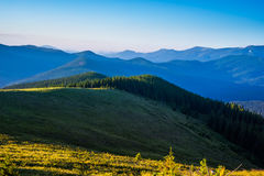 蓝绿色小山天空 图库摄影