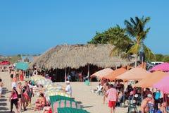 蓬塔阿雷纳斯Playa蓬塔阿雷纳斯, Makanao,海岛玛格丽塔,委内瑞拉- 2015年1月08日:在海滩的度假区 库存图片