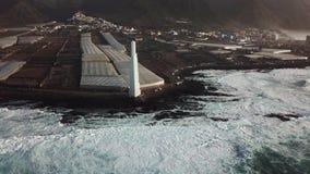 蓬塔del Hidalgo Lighthouse 俯视海洋的风景 日落 股票录像