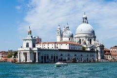 蓬塔della Dogana -大教堂二圣玛丽亚della致敬 免版税库存图片