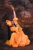 蓬松卷发古巴人舞蹈家 免版税库存图片