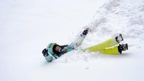 蓬松雪的愉快的妇女 股票录像