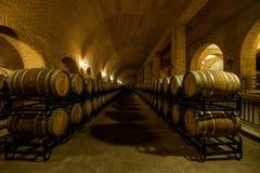 蓬莱市在山东Junding酒庄园地窖里 免版税库存图片