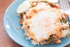 蓬蒿鸡蛋油煎的猪肉米 图库摄影