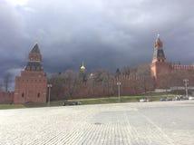 蓬蒿` s下降和克里姆林宫墙壁,莫斯科 库存照片