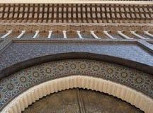 蔓藤花纹建筑学的片段,皇家宫殿的门在卡萨布兰卡 免版税库存图片