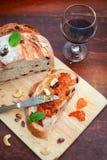 蔓越桔和核桃面包用果酱 免版税库存图片