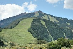 蔓延的山风景 免版税库存照片