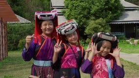 蔡恩MAI,泰国- 2018年12月22日:在传统小山部落打扮的小组少女在北打扮 影视素材