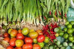 蔬菜、草本和水果在亚洲食物市场上 库存图片