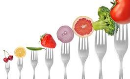 蔬菜和水果在叉子 免版税库存照片
